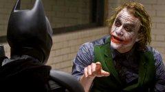 """The Dark Knight  Абсолютен фаворит и, за съжаление, недостижим пример за това как се създава прекрасен филм, базиран върху комикс. В случая маестро Кристофър Нолан влага цялото си умение в изграждането на поглъщащата те история с живи, реалистични персонажи и достатъчен на брой обрати, които да ангажират вниманието ти. Батман/Брус Уейн (Крисчън Бейл) продължава борбата си с подземния свят на Готъм, когато в играта влиза непредвидим участник – Жокера (посмъртно награденият с """"Оскар"""" за ролята Хийт Леджър). Действията му не се подчиняват на никаква логика и за дни той създава невиждан хаос в града. В същото време Уейн търси начин да свали маската си, да сложи някакъв ред в личния си живот и да остави правосъдието в ръцете на новия главен прокурор Харви Дент (Аарън Екхарт). С действията си обаче омазаният с грим Клоун на престъпността не му оставя такава възможност... Почти десетилетие след излизането си на екран, The Dark Knigt (Черният рицар) е еталон в жанра на супергеройските филми. Нолан не ни дава шарени персонажи и абсурдност. Той разчита на криминален сюжет, възможно най-реалистична атмосфера и редица морални дилеми, които са залегнали в отношенията между персонажите му. Невероятната актьорска игра на (почти) всички замесени превръща The Dark Knight в модерна класика. Отличен избор за всяка вечер!"""