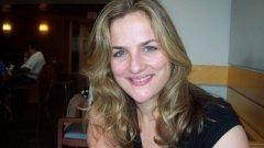 Стойноф е автор на няколко книги за самопомощ, като в продължение на близо 20 години тя работи като репортер и коментатор за списание People