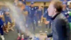 Тухел полудя и заля футболистите с шампанско (видео)