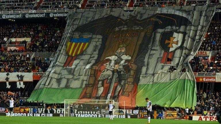 Прилеп пази над главата на рицар портите на Валенсия преди старта на дербито с Барселона през есента.