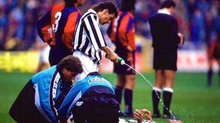 """Снимка, която Роберто Баджо описва като """"основи на футбола""""."""