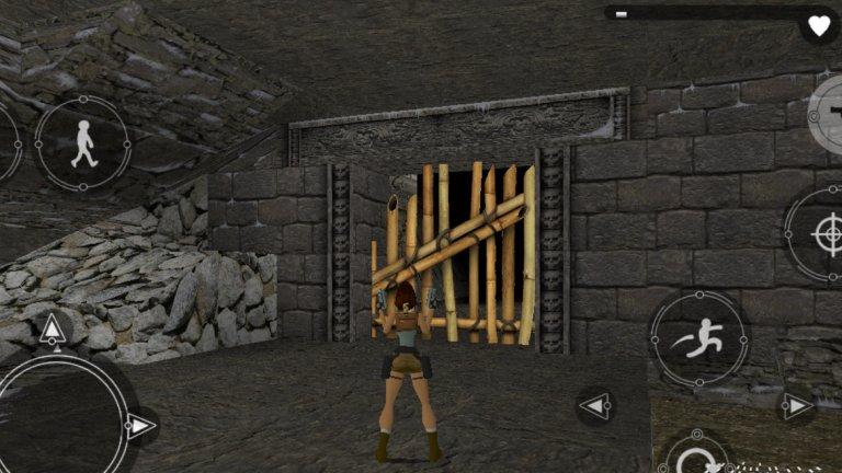 Tomb Raider (iOS/Android)  Оригиналният Tomb Raider е основоположник на съвременния екшън приключенски жанр и играта заслужава адмирации за онова, което постигна. В същото време обаче, тази класика с героинята Лара Крофт показва колко много са се променили игрите за последните 20 години. Камерата упорито отказва да ви сътрудничи, управлението е тромаво, а скоковете трябва да са невероятно прецизни, за да оживеете след тях. От друга страна, пъзелите в играта са все така интересни и цялото изживяване може да стане много по-добро, ако просто използвате физически контролер вместо тъчскрийн управление.   За това пътуване в историята на гейминга ще ви трябва известно търпение, но предвид изключително ниската цена, то абсолютно си заслужава. Ако се вдъхновите на тема Tomb Raider, може да пробвате и мобилната версия на излязлата през 2010 г. Lara Croft and the Guardian of Light.