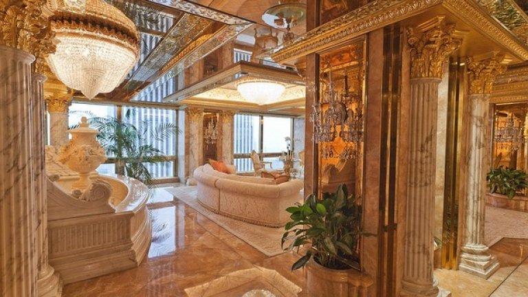 Трите етажа разполагат с подове стени и колони, покрити с мрамор. Чашите, чиниите, вазите и лампите са златни