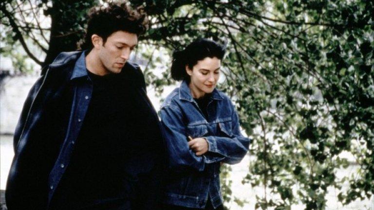 """Апартаментът / L`Appartement (1996)   Макар да сме свикнали да гледаме Касел в роли на """"злодеи"""", тук той се превъплъщава в безнадеждния романтик Макс, който търси истинската си любов - Моника Белучи в ролята на Лиза."""