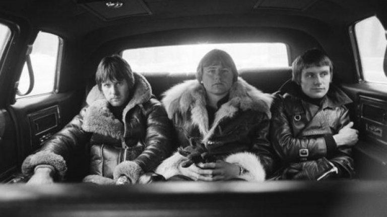 2016 г. беше фатална за легендите на прогресив рока Emerson, Lake and Palmer. Кийбордистът Кийт Емерсън (вляво) посегна на живота си на 11 март, а само девет месеца по-късно си отиде и китаристът Грег Лейк (в средата), който страдаше от рак. Барабанистът Карл Палмър е единственият жив член на групата.