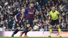 С гигантско самочувствие Суарес копва топката от бялата точка, за да вкара третия гол в мача и да натрупа 11 попадения в само 14 мача срещу големия съперник Реал