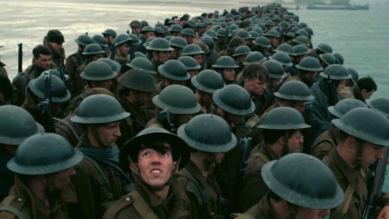 """""""Дюнкерк"""" / Dunkirk (19 юли)   Кристофър Нолан прекара цяло десетилетие в реалността на sci-fi / фентъзи филмите. Сега обаче влага уменията си в историческа драма за една от битките от Втората световна война. """"Дюнкерк"""" отново среща Нолан с добре познати партньори от """"Черният рицар"""" и """"Генезис"""" - Том Харди и Килиан Мърфи. Това ще бъде един от хитовете на летния кино-сезон през 2017 г."""