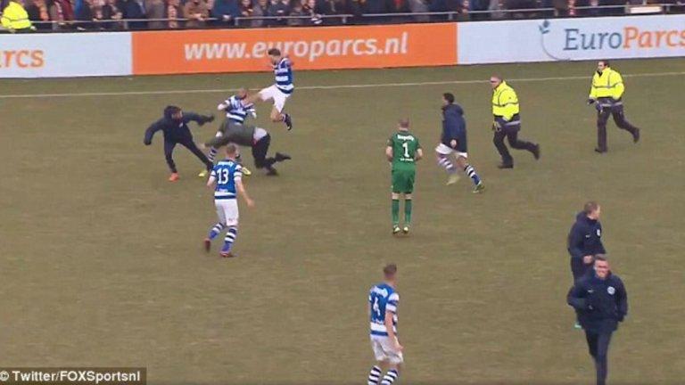 Привържениците на Го Ахед Ийгълс навлязоха на терена и започнаха стълкновения с футболистите на Де Граафшап.