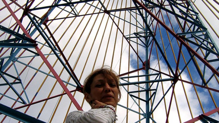 """""""Вместо анонимни кули и антени - гиганти, виждам произведения на изкуството, носители на така необходимата енергия, но и в хармония с човека и природата"""", изтъква Елена Парушева"""