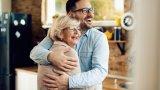 Близо половината българи до 34 години живеят с родителите си