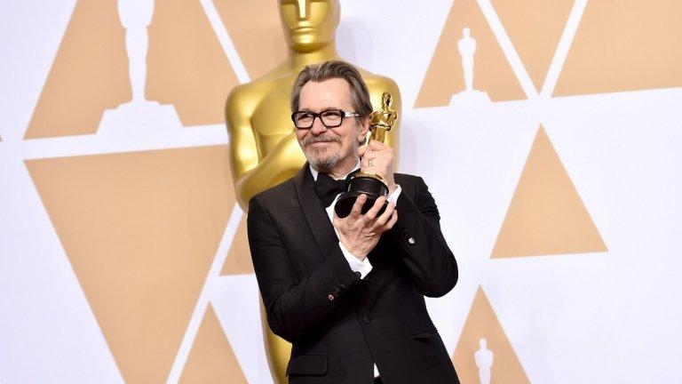"""Гари Олдман спечели """"Оскар"""" през 2018 г. за ролята си на Уинстън Чърчил в """"The Darkest Hour"""""""