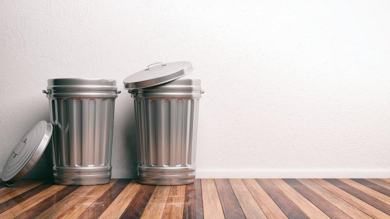 Дупки в кофите за боклук, за да извадите торбата по-лесноИли много труд за нищо. Първо, да пробиете дупки в кофа за боклук изисква инструменти и търпение. Второ, ако нещо протече, то ще отиде директно по пода. И трето, дупките понякога правят изваждането на торбата по-лесно, но не винаги, така че не си заслужава времето и нервите, които ще отделите.