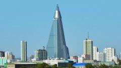 """""""Прокълнатият хотел"""" на Пхенян, в който не е стъпвал и един гост"""