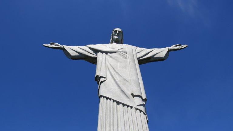 Добре дошли в Рио! Тук всичко е шарено, опасно и магично, а продавачи на сувенири ти предлагат кока