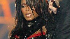 Джанет Джексън и финала на super bowl 2004   Ако има някаква класация за най-обсъждани събития, случили се по телевизията, като нищо Джанет ще грабне приза. Трябва да се отбележи, че заслугата не е изцяло нейна. По време на изпълнението й с Джъстин Тимбърлейк сценичният й партньор разкъсва горната част на бюстието й и разкрива голата й гърда.  Джексън е категорична, че е трябвало да се види сутиенът й, а не директно пиърсингът й, но малцина вярват напълно на това. Инцидентът доведе дотам, че доста радиостанции дълго време не въртяха нейни парчета. Добрата новина е, че случката доведе до създаването на YouTube.
