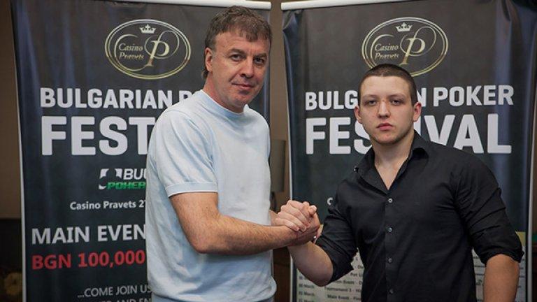 Звездата на българския футбол поздравява победителя в първото издание на Българския покер фестивал Валери Савов