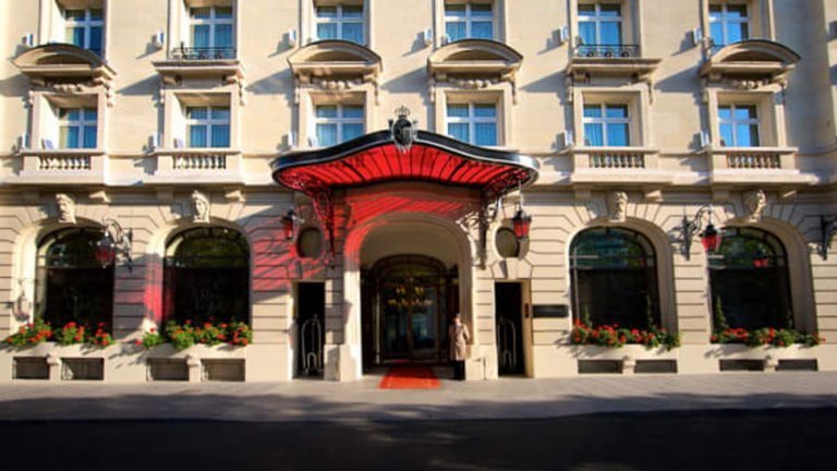 Хотелът струва на Меси по 20 хил. евро на вечер, но сигурността в него е под всякаква критика