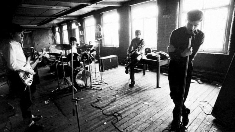 Joy Division - Isolation Ако има група, която е идеална за слушане по време на изолация, това са Joy Division. Но това е положението - самотата ще спаси света!