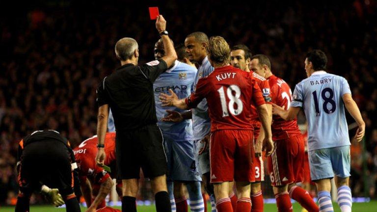 """Червен картон на """"Анфийлд"""". Марио е изгонен при гостуване на Ливърпул, където се очертава да опита да възроди кариерата си с трансфер сега."""