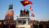 Протестиращи в Киргизстан щурмуваха сградата на парламента