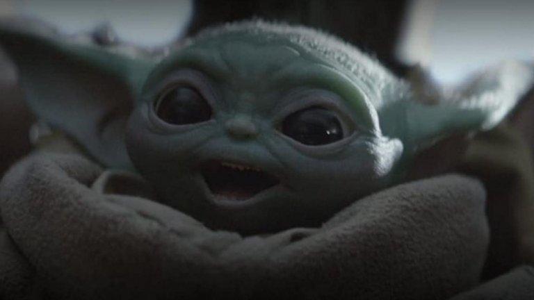 """Бебе Йода!Персонажите от """"Междузвездни войни"""" никога не са залязвали, когато става въпрос за Хелоуин, но на хоризонта вече един нов персонаж, като когото ще искате да маскирате децата си: Бебе Йода. Малкият мъдрец от The Mandalorian беше във фокуса на попкултурните вълнения тази година, а сега е в окото и на потребителската буря при косютмите за празника. Е, поне за родителите - плетени малки роби и шалчици с уши, които доближават бебето ви до образа от снимката? Дали си заслужава? Ако сте фенове - със сигурност!"""