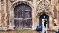 Според институциите Англия трябва да преосмисли правото на престой