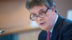 Заместник-председателят на ЕК Валдис Домбровскис ще поеме ресора на британеца