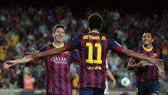 Меси и Неймар се поздравяват, след като бразилецът сложи топката на главата на аржентинеца за втория гол на Барса. Футболът е детска игра за тези двамата...
