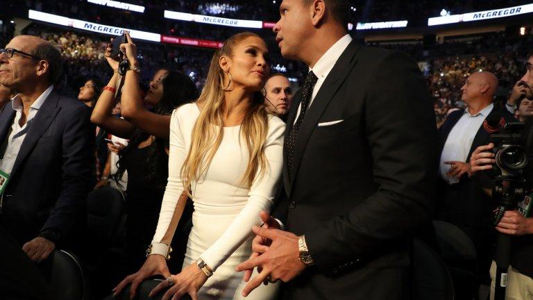 Дженифър Лопес и приятелят й Алекс Родригес изглеждаха доволни от зрелището