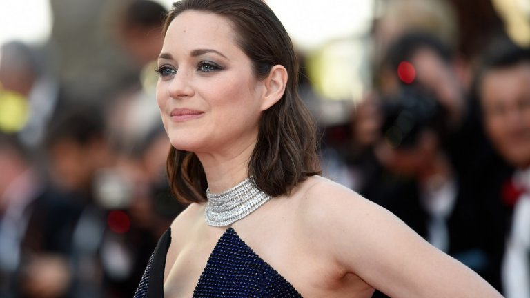 """""""Нямам нужда да се идентифицирам с тези персонажи, а само да ги разбера. И през по-голямата част от времето, в което разкривам дадена личност - сърце, душа - намирам и малко любов към тях"""", разказва актрисата в интервю за France Today."""