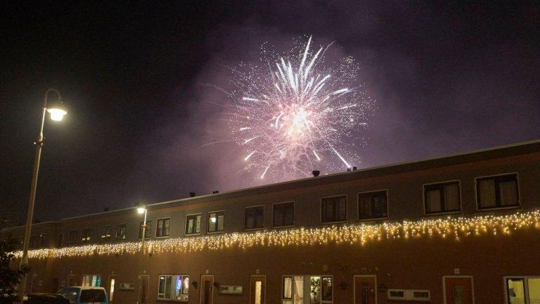 Хага  Нидерландия посрещна Нова година под пълна карантина. Затова повечето жители в страната потърсиха начин за алтернативно и самостоятелно отбелязване на празника.