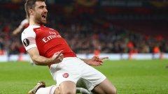 Арсенал победи с един автогол и две попадения от защитниците Сократис и Мустафи