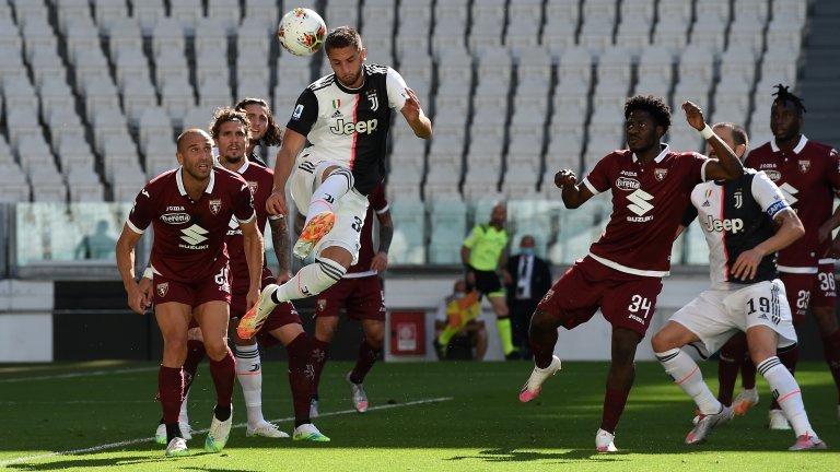 Юве разби Торино в дербито
