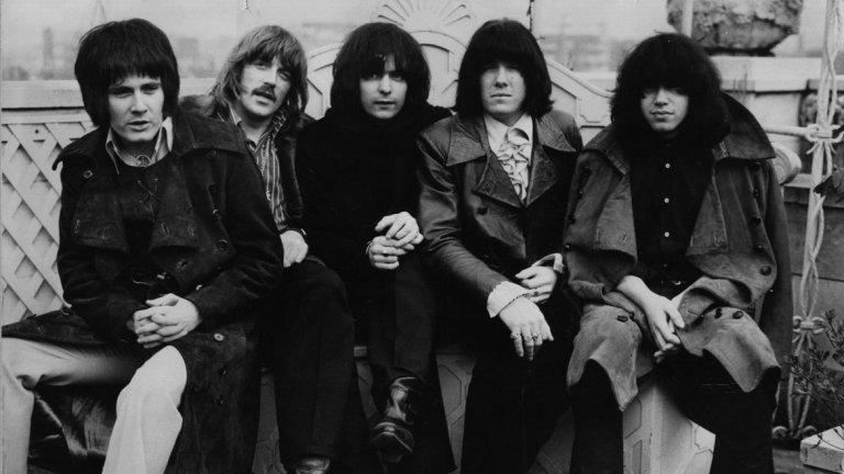 Deep Purple - Soldier Of Fortune Да си дойдем на думата. Не можем да говорим за рок балади, без да споменем това велико парче. Тъжна до такава степен, че може да ти среже сърцето, и толкова нежна, че без да усетиш вече си поканил някого на танц. И наистина, трудно е тази песен да бъде описана с думи. Такава емоция се слуша и се усеща.