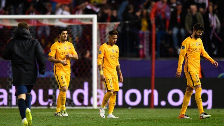 """Сезон 2015/16, четвъртфинали Барселона – Атлетико Мадрид 2:1 Атлетико Мадрид – Барселона 2:0 (общ: 3:2) Загуба на """"Камп Ноу"""" и изгонен Фернандо Торес, който пропусна реванша. На """"Висенте Калдерон"""" обаче Антоан Гризман показа класата си и с двата си гола помогна на Атлетико отново да отстрани Барса на 1/4-финалите, както две години по-рано. Двубоят ще се запомни и със сериозните съдийски грешки в края, когато първо – реферът не изгони Андрес Иниеста, след което – не даде чиста дузпа за Барселона."""