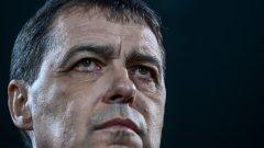 """Господин Хубчев, колкото и да не ви се иска да го признаете, и Вие сте тук, но всъщност Ви няма. И това няма нищо общо с необяснимо страхливата Ви тактика срещу футболните """"колоси"""" Черна гора и Косово."""