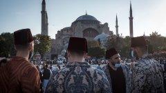 Защо Ердоган толкова настоява да превърне храма отново в действаща джамия