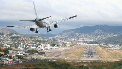 1. Летище Тонконтин, Хондурас  Въпреки че някои от най-големите самолети в света като Боинг 757 постоянно излитат и кацат на това летище, History Chanel в един от документалните си филми определя това летище като второто най-опасно в света.  Причината - планинския терен, в който се намира, поради който се налага специфично захождане за кацане. Не рядко се случва поради тази причина да има инциденти
