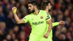 Луис Суарес отправи головия удар, който се оказа победен за Барселона, но попадението беше записано на Люк Шоу