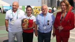 Министър Кралев връчи на Ивет Лалова икона на Света Богородица за късмет и успех на целия ни олимпийски тим, когато, заедно със Стефка Костадинова, посетиха българската делегация ден след церемонията по откриване на Игрите.