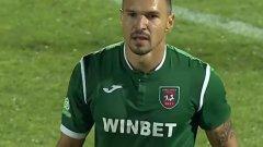 След известен период по българските терени, Божинов се завърна в Италия, но там започна кошмарно с червен картон още преди да е записал и минута игра