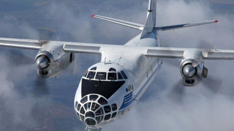 """Ан-30  Самолетът е получен в българските ВВС през далечната 1975 г. и се използва за аерофотографиране и картографиране. В момента основната му задача е участието в мисии за контрол на въоръженията по договор """"Открито небе"""", но се използва и за транспортни задачи."""