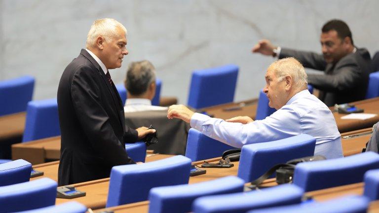 """БСП и """"Обединени патриоти"""" се обявиха срещу предложението за 200 депутати с мажоритарен вот"""