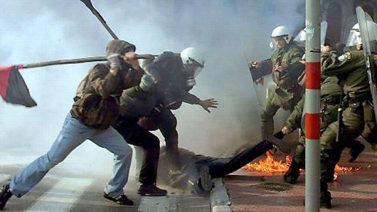 Терористичните актове зачестиха в Гърция след безредиците и протестите срещу болезнените реформи, обявени в началото на годината...