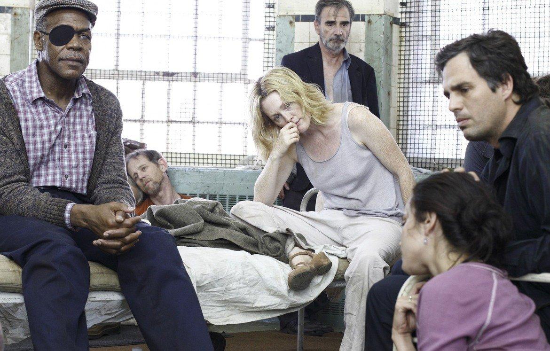 """Blindness / """"Слепота"""" (2008 г.)  Адаптация на едноименния роман на Жозе Сарамаго, """"Слепота"""" разказва за епидемия от загуба на зрението, която засяга обществото. Заразата се прехвърля от човек на човек, а колкото повече хора ослепяват, толкова по-масова става паниката. В главните роли са Джулиан Мур и Марк Ръфало."""