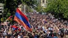 Недоволството е заради това, че лидерът на опозицията Никол Пашинян не беше избран за премиер на страната