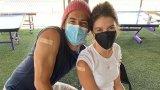Пато и Ребека се ваксинираха публично