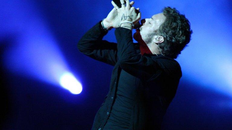 Coldplay - Up With the Birds Меланхоличната рок група от Острова възпява песента на птиците с бавно разлистване на звука и гласа на Крис Мартин и въобще не се учудваме, че парчето е част точно от албума със заглавие A Head Full of Dreams от 2015 г.