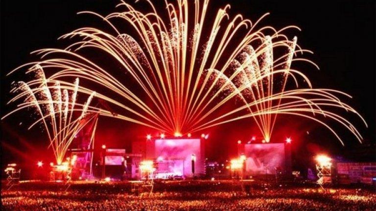 """Жан Мишел Жар в Москва  Концертът на електро-краля на 80-те Жан Мишел Жар през 1997-ма година в Москва е записан в """"Рекордите на Гинес"""" като най-посетения концерт изобщо в световната история..."""