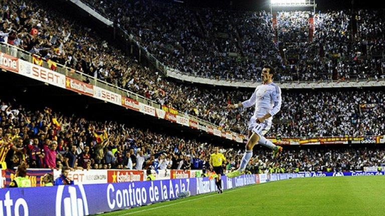 Гарет Бейл (Реал Мадрид и Уелс) Райън Гигс, Марк Хюз и Йън Ръш така и не успяха да запишат участие в голям футболен форум с фланелката на Уелс. Най-вероятно същата съдба ще сполети и най-скъпия футболист в света.